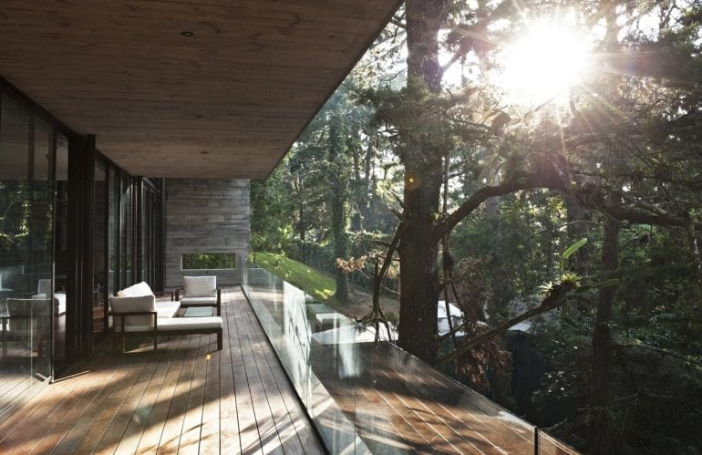 1332255518 62 770x499 - Corallo House - Casa din copac… sau copacul din casă