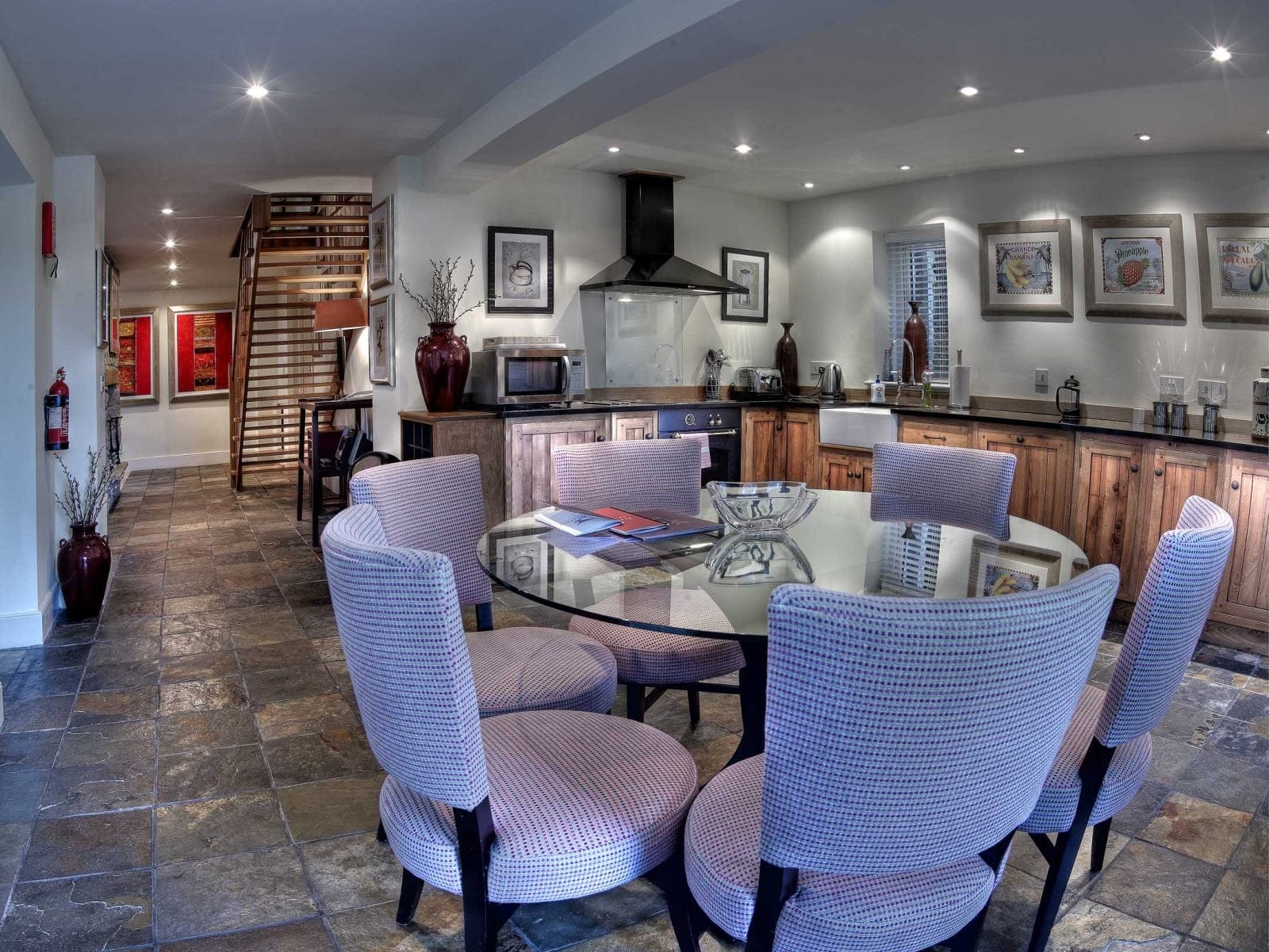 26068886 H1 Lodge Kitchen - Bovey Castle, lăsat mărturie pentru escapade nobile
