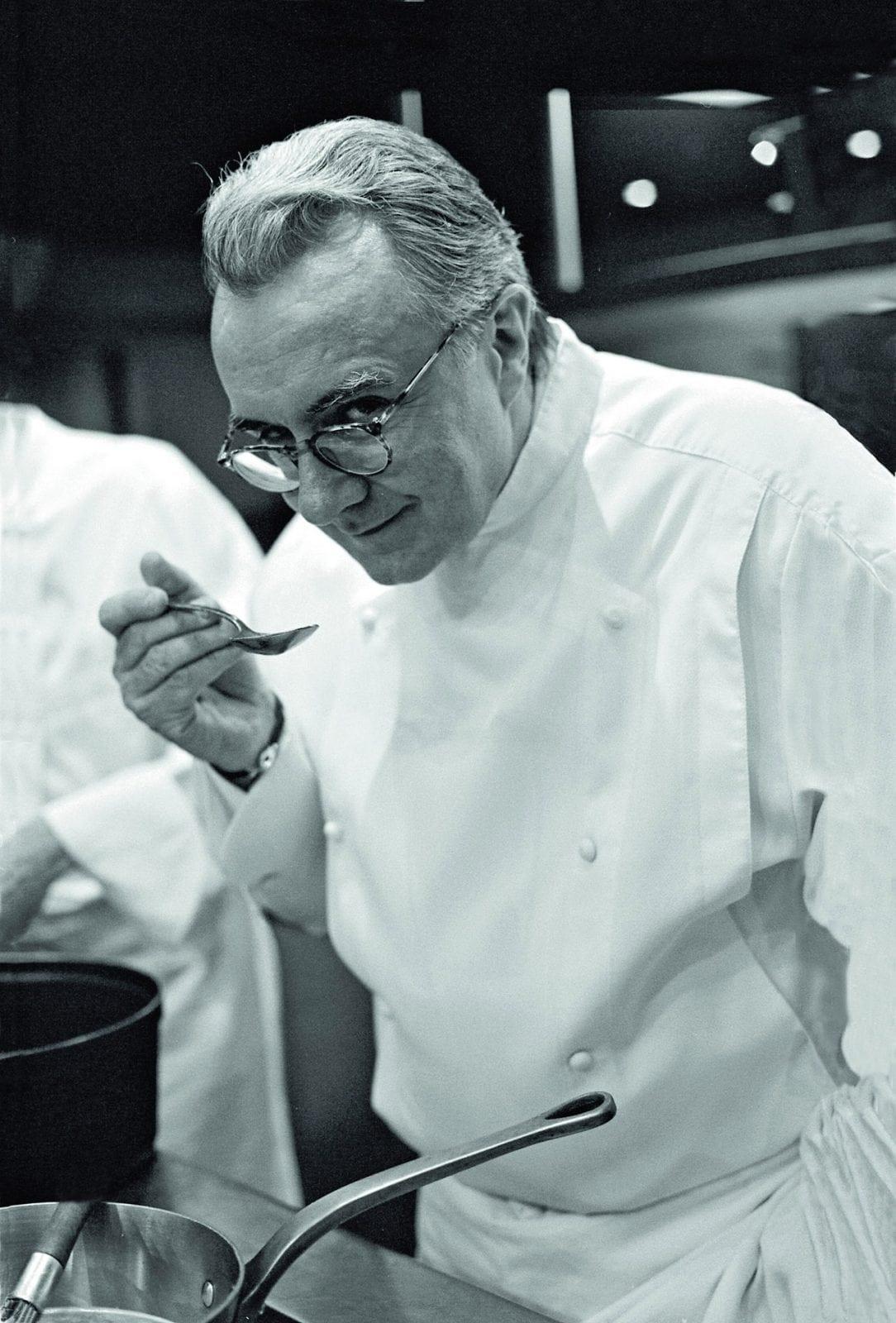 Alain Ducasse cMikael Vojinovic - Chef Alain Ducasse - Un sfert de secol la Louis XV