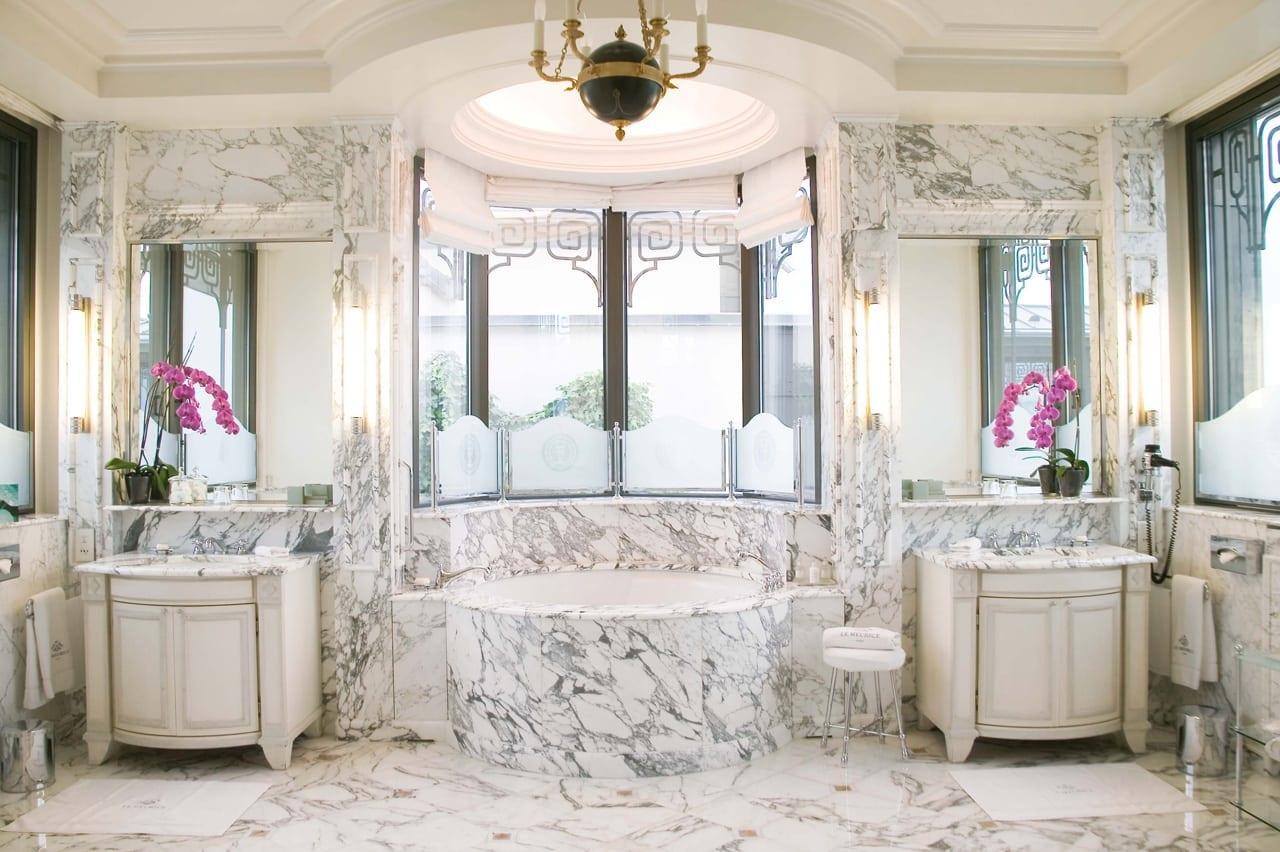 H6380 27275617 23 Belle Etoile Royal Suite Bathroom - Le Meurice, Paris - Romantism, opulență și lux