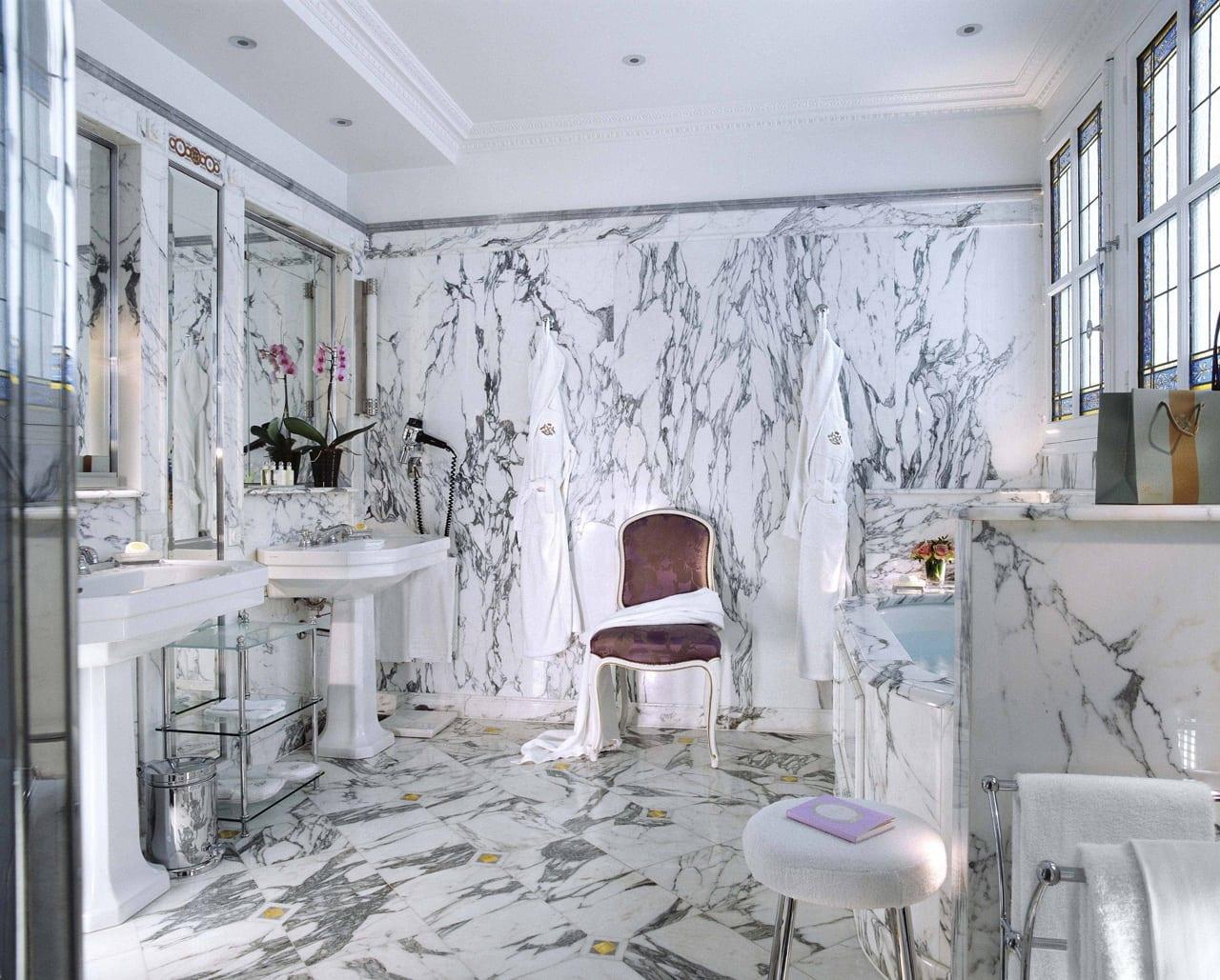 H6380 27275951 46 Bathroom - Le Meurice, Paris - Romantism, opulență și lux