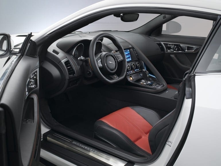 Jag F TYPE R Coup  Polaris Interior Image 201113 23 770x577 - Jaguar F-TYPE Coupé: mai rapid, mai dinamic, mai performant