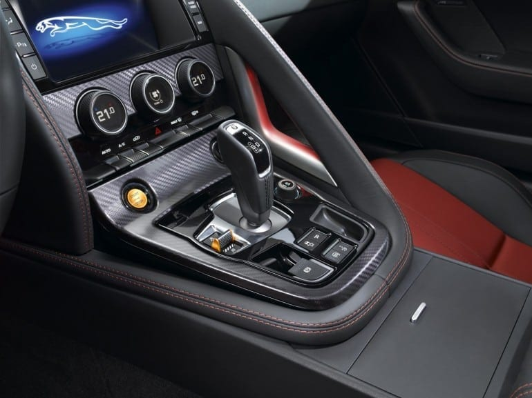 Jag F TYPE R Coup  Polaris Interior Image 201113 24 770x577 - Jaguar F-TYPE Coupé: mai rapid, mai dinamic, mai performant