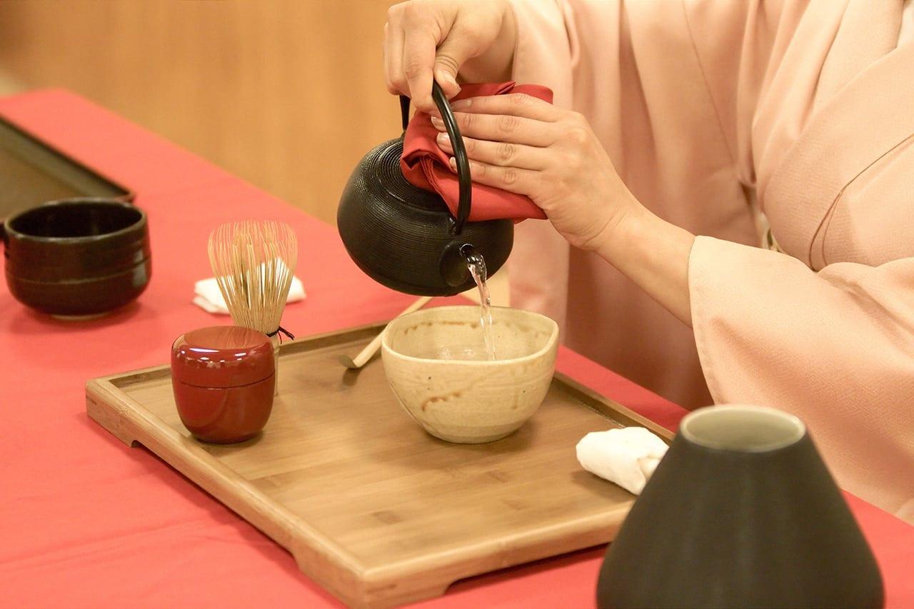 Japanese_tea_ceremony_20100502_Japan_Matsuri_11
