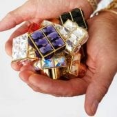 Roja Holding Caps 170x170 - Roja Dove - Și lumea parfumurilor nu a mai fost la fel