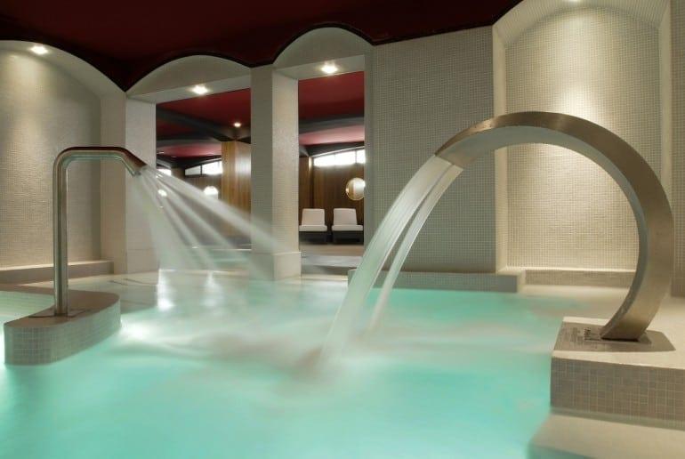 Hôtel Fouquets Barrière U Spa aqua slimming trail HD 7 770x516 - Fouquet's Barriere Paris - Excelență în cultura pariziană