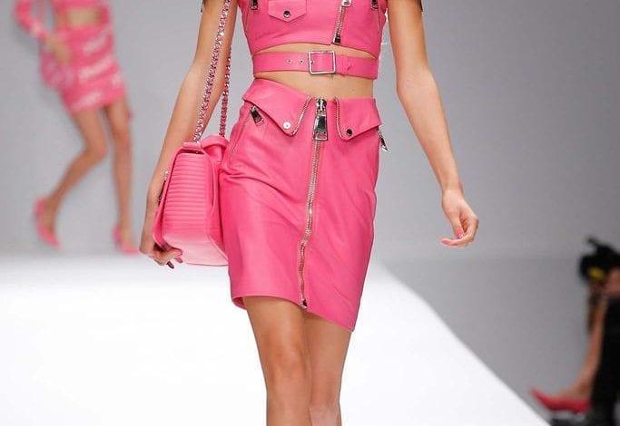 Moschino primăvară-vară 2015 – omagiu adus păpușii Barbie
