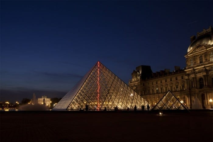 FIAC-Paris-cl-sous-le-plus-grand-chapiteau-du-monde-louvre-photo.-fabrice-seixas-915x610