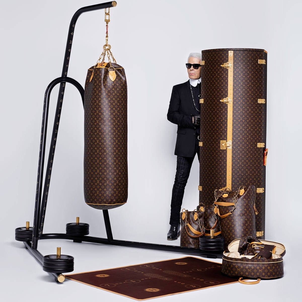 lv1 - LV Luxury Punching Bag, cu design semnat Karl Lagerfeld