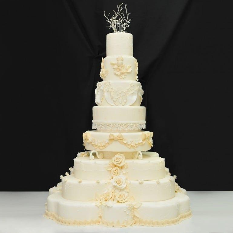 FB001 tort nunta regala 770x770 - Cofetăria Armand, diversitatea gustului dulce