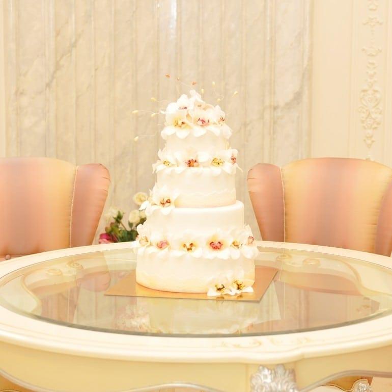 FB031 tort nunta orhidee albe 770x769 - Cofetăria Armand, diversitatea gustului dulce