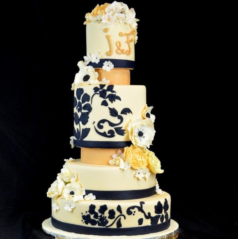FB070 tort nunta anemone bujori 770x771 - Cofetăria Armand, diversitatea gustului dulce
