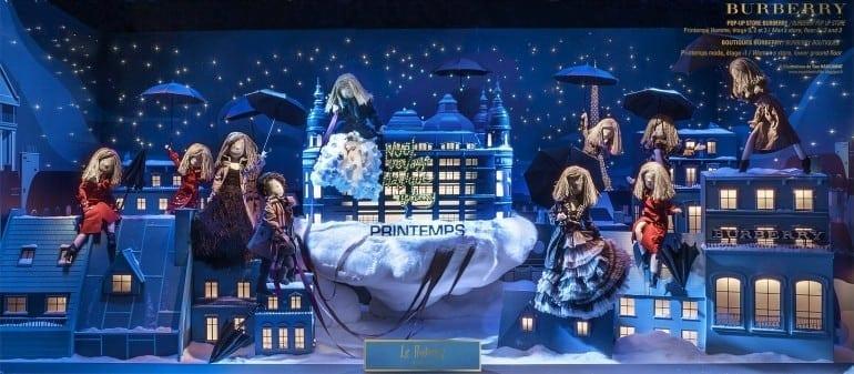Vitrine inaugurée 770x337 - Crăciunul, o călătorie magică cu Burberry şi Printemps
