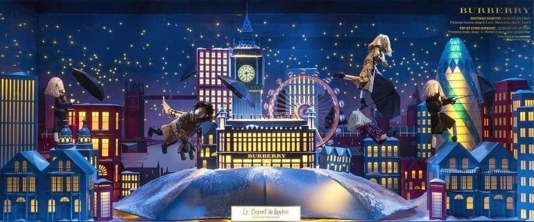 vitrine au printemps 770x321 - Crăciunul, o călătorie magică cu Burberry şi Printemps