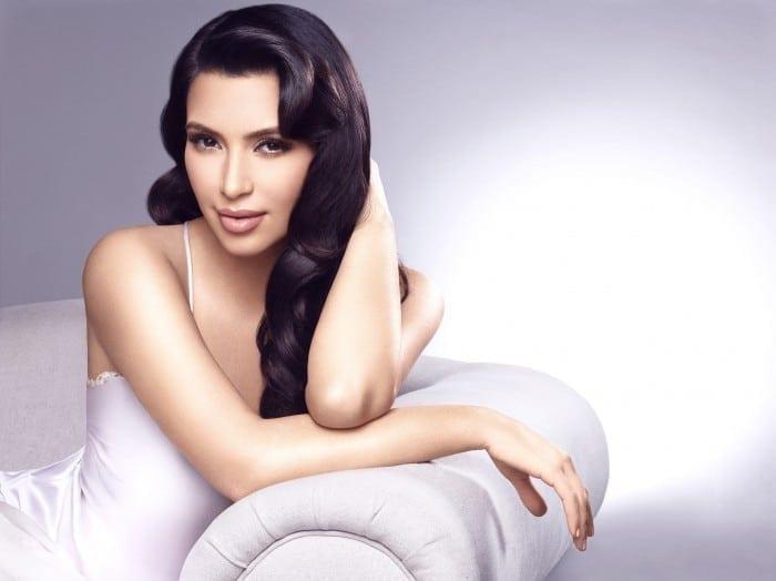 GBSKIM3100 700x524 - Kardashian Beauty, oficial în România