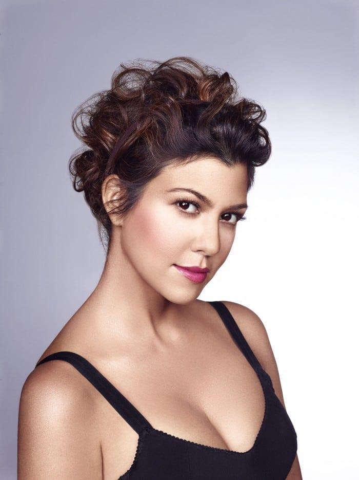 GBSKOU3070 700x934 - Kardashian Beauty, oficial în România