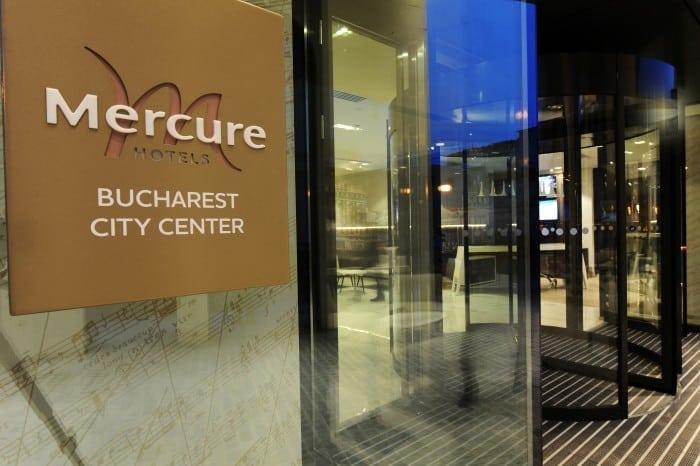 Mercure Bucharest City Center Entrance 700x466 - S-a deschis primul hotel Mercure din România