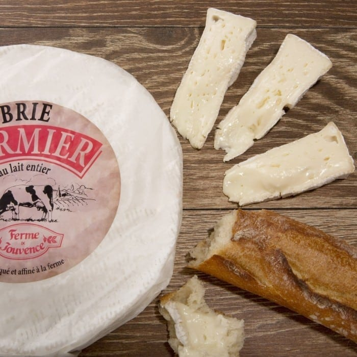 brie creamy fermier 700x700 - Brie și Camembert  sau recunoștința ca liant în gastronomie