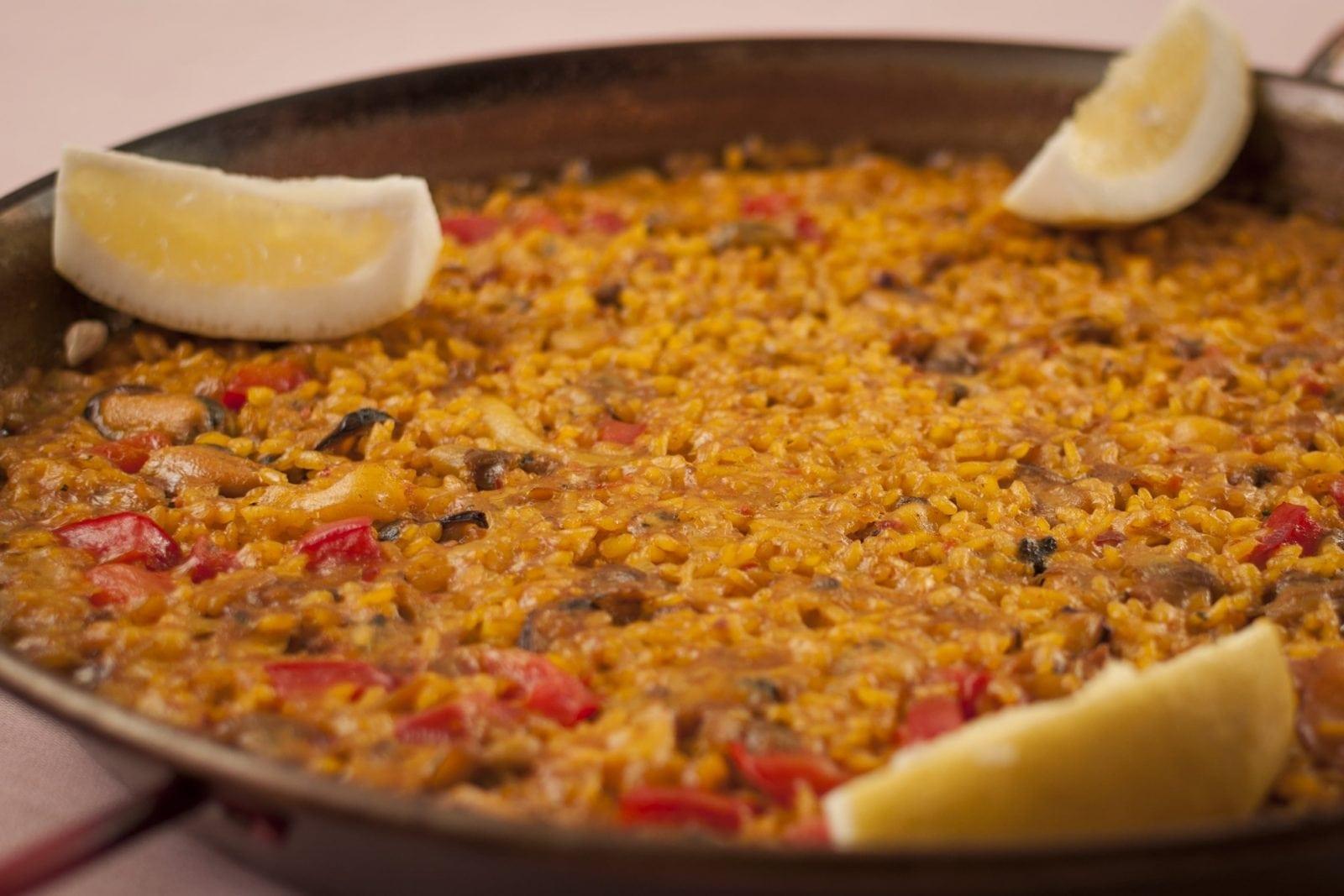 paella abanda - Delicii culinare la Grădina de vară La Rambla