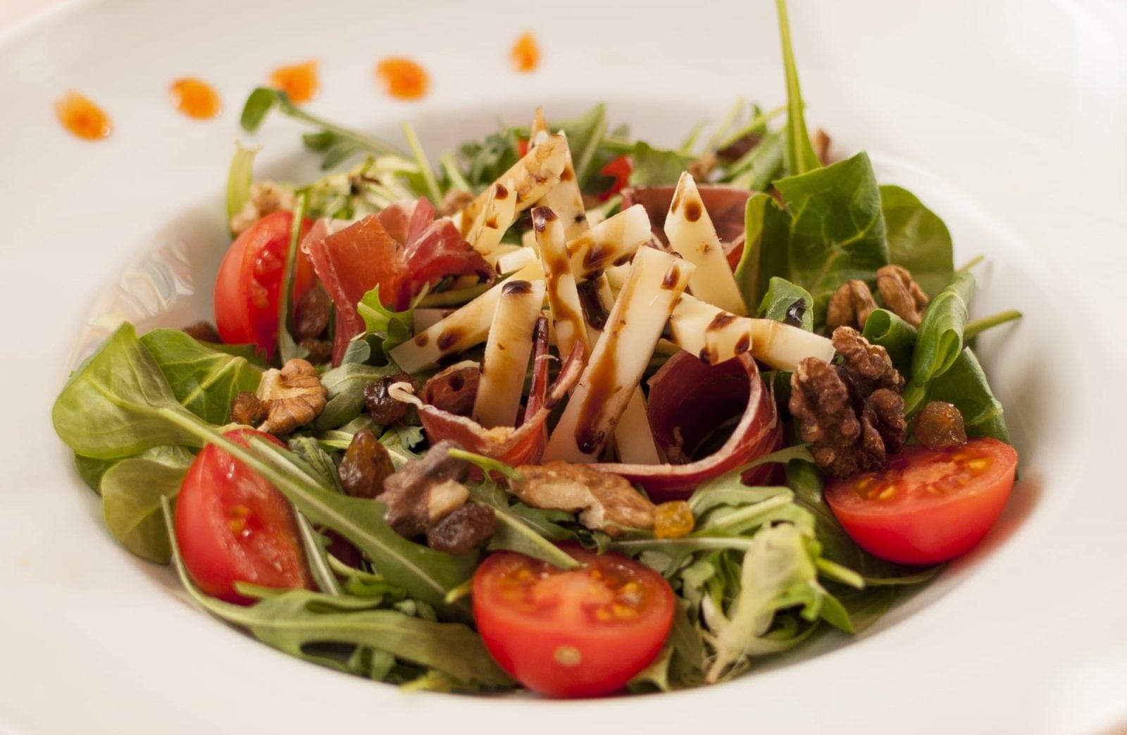salata-jamon-branza-manchego