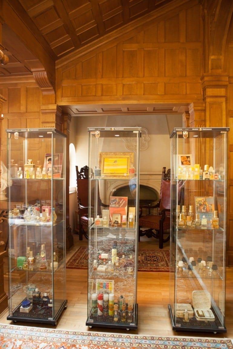 """IMG 9225 770x1155 - """"Istorie cu Parfum"""" – cea mai mare expoziţie de sticle de parfum din România"""