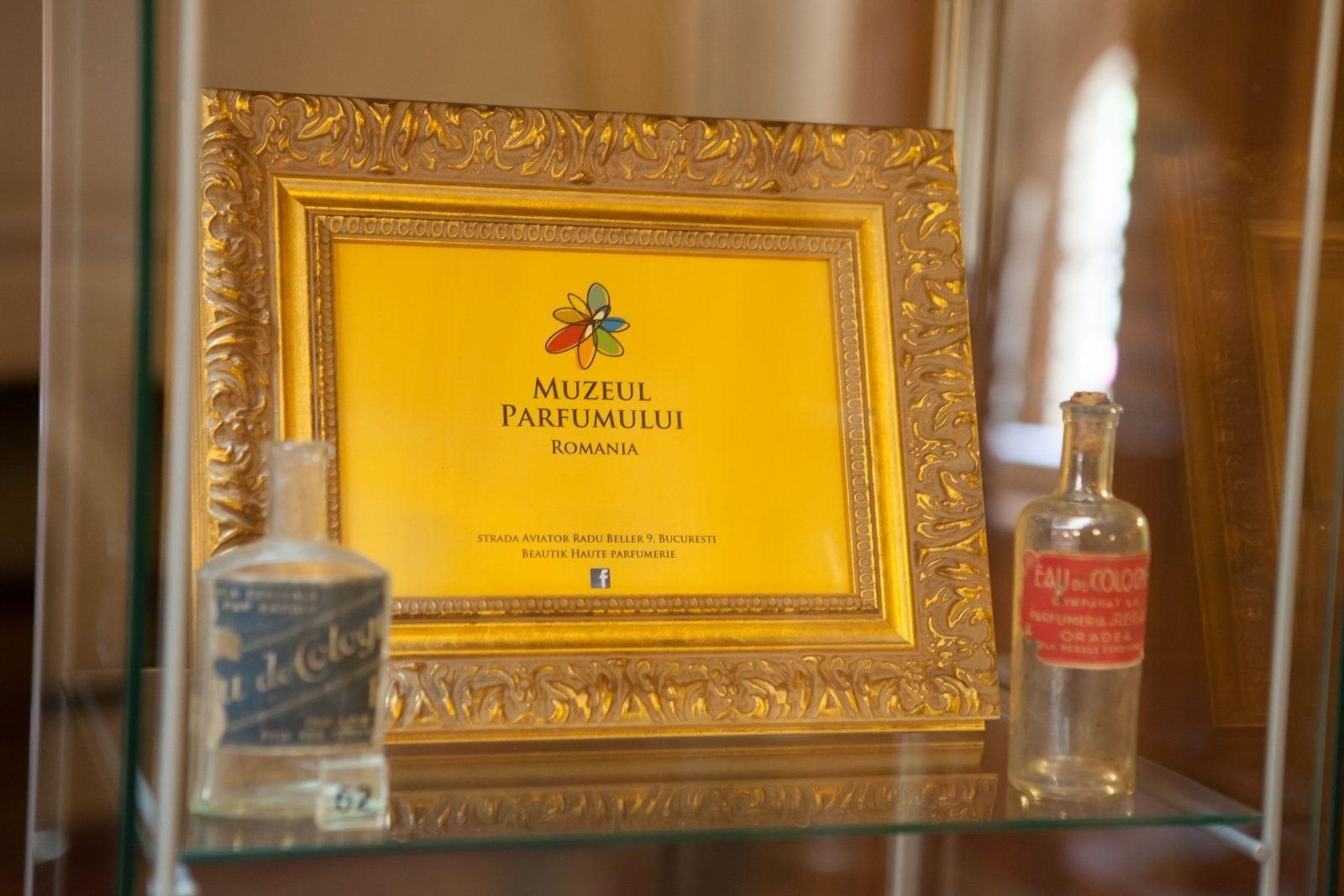 """IMG 9229 - """"Istorie cu Parfum"""" – cea mai mare expoziţie de sticle de parfum din România"""