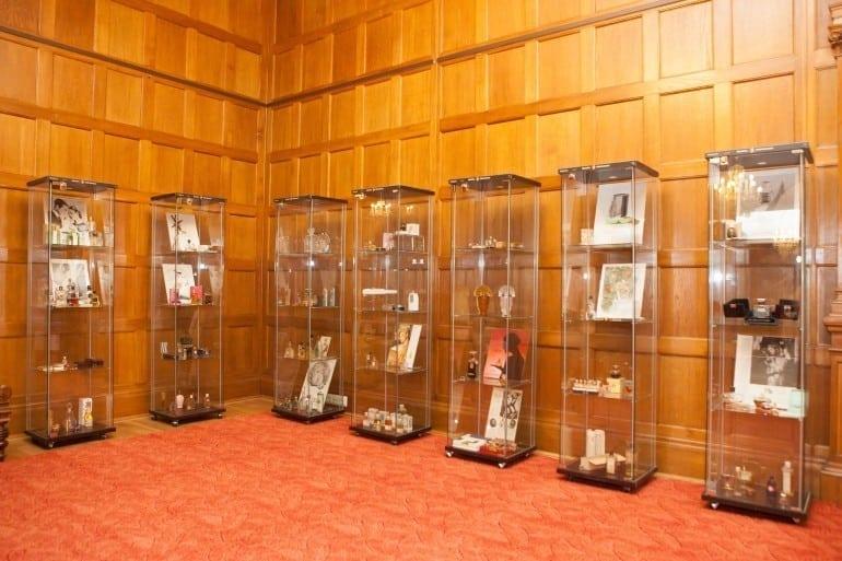 """IMG 9243 770x513 - """"Istorie cu Parfum"""" – cea mai mare expoziţie de sticle de parfum din România"""