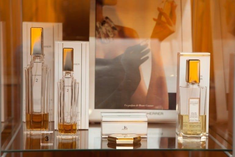 """IMG 9300 770x513 - """"Istorie cu Parfum"""" – cea mai mare expoziţie de sticle de parfum din România"""