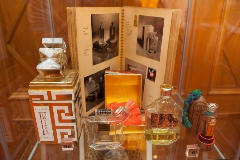"""IMG 9307 770x513 - """"Istorie cu Parfum"""" – cea mai mare expoziţie de sticle de parfum din România"""