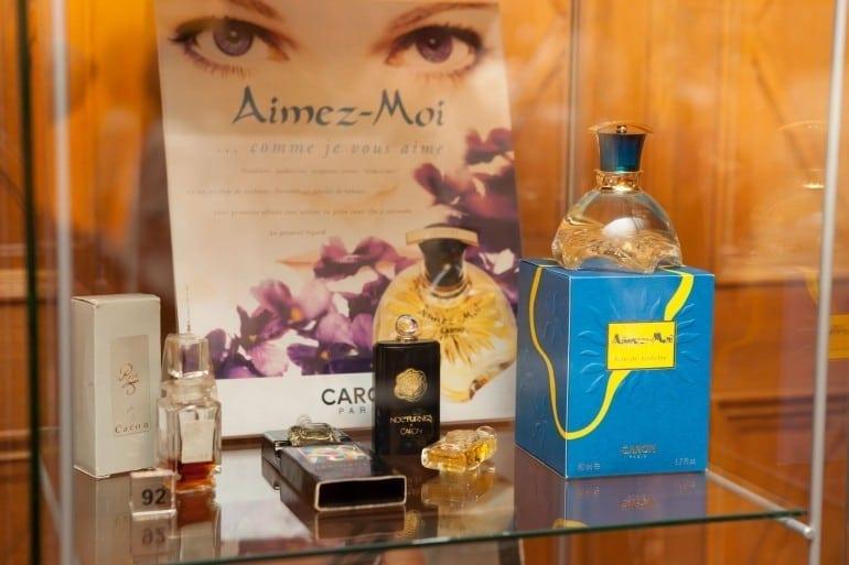 """IMG 9317 770x513 - """"Istorie cu Parfum"""" – cea mai mare expoziţie de sticle de parfum din România"""