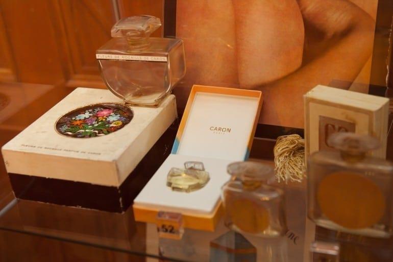 """IMG 9323 770x513 - """"Istorie cu Parfum"""" – cea mai mare expoziţie de sticle de parfum din România"""