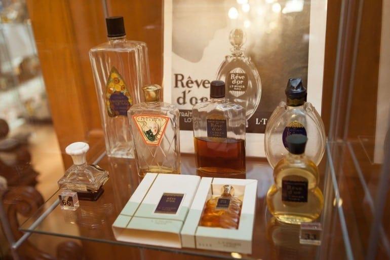 """IMG 9334 770x513 - """"Istorie cu Parfum"""" – cea mai mare expoziţie de sticle de parfum din România"""