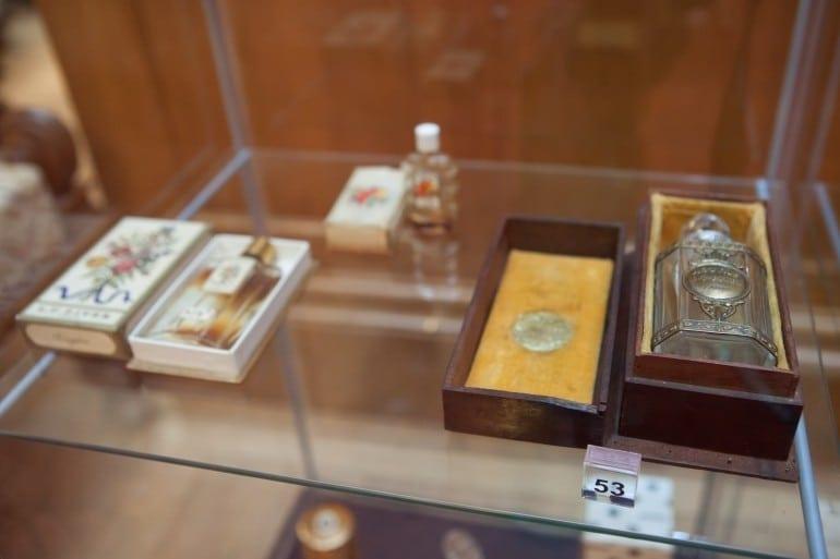 """IMG 9336 770x513 - """"Istorie cu Parfum"""" – cea mai mare expoziţie de sticle de parfum din România"""