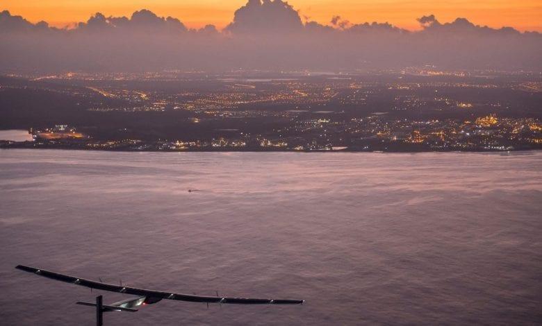 OMEGA îi felicită pe André Borschberg pentru aterizarea din Hawaii
