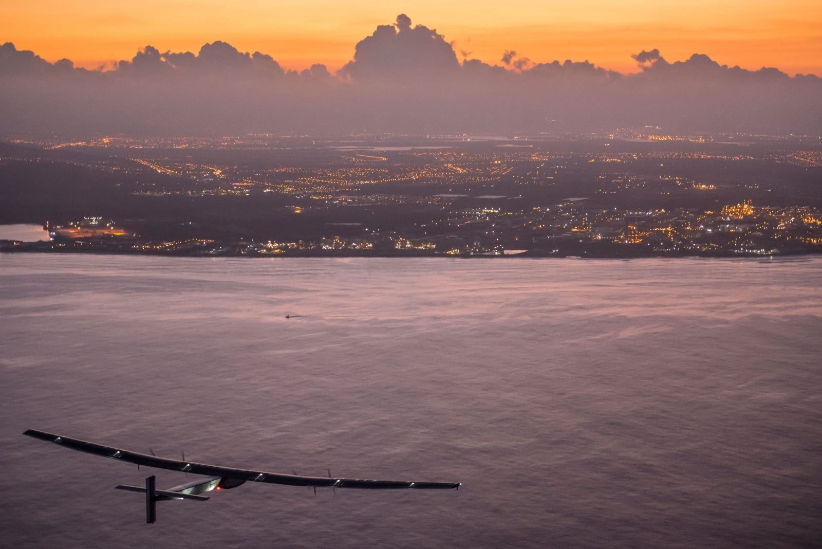 Solar-Impulse2_Hawaii_Copyright-Revillard