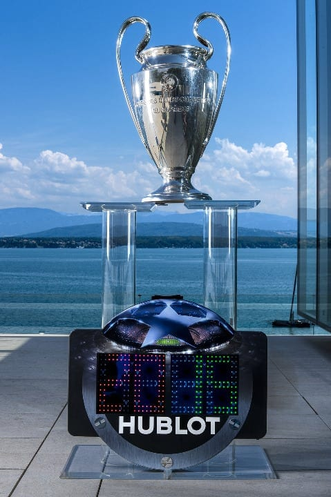 l hublot champions league referee board 1 - Hublot este partener orologer oficial al UEFA Champions League™