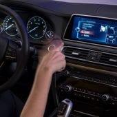 idrive gesture 75 highRes 170x170 - Noua tehnologie BMW vă transformă mașina într-un touchscreen uriaș