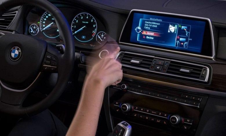 Noua tehnologie BMW vă transformă mașina într-un touchscreen uriaș