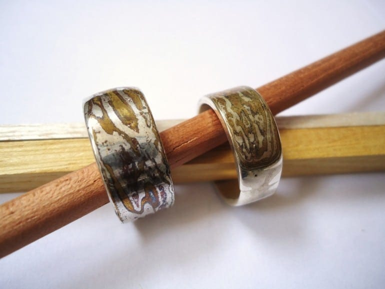 mokume gane rings 770x578 - În contrast de sclipiri: tezaurul nipon al aliajelor
