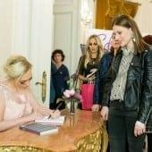 """autografe giulia nahmany 7 170x170 - Giulia Nahmany a lansat cartea """"Merg mai departe - mai puternică, mai sănătoasă, mai fericită"""""""
