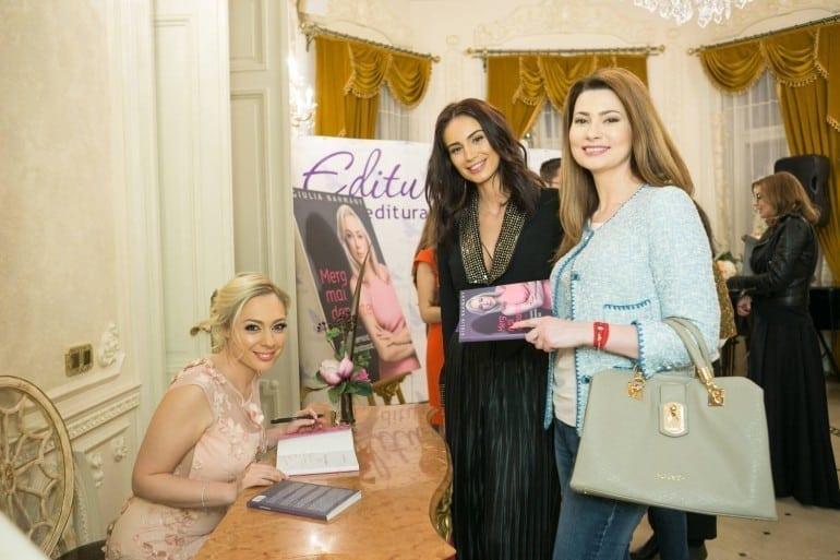 """geanina ilies mihaela calin autografe giulia nahmany 770x513 - Giulia Nahmany a lansat cartea """"Merg mai departe - mai puternică, mai sănătoasă, mai fericită"""""""