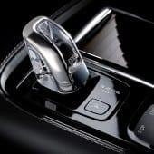 170162 Interior Detail T8 Orrefors Gearshift 170x170 - Volvo S90 - Pentru cei care iubesc condusul și care iubesc să se lase conduși