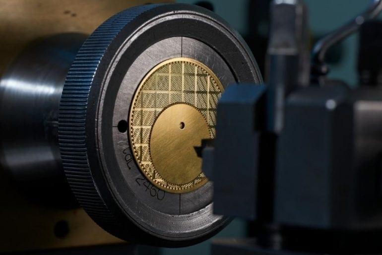 carreaux 08 guillochage 770x514 - Vacheron Constantin - Métiers d'Art Elégance Sartoriale