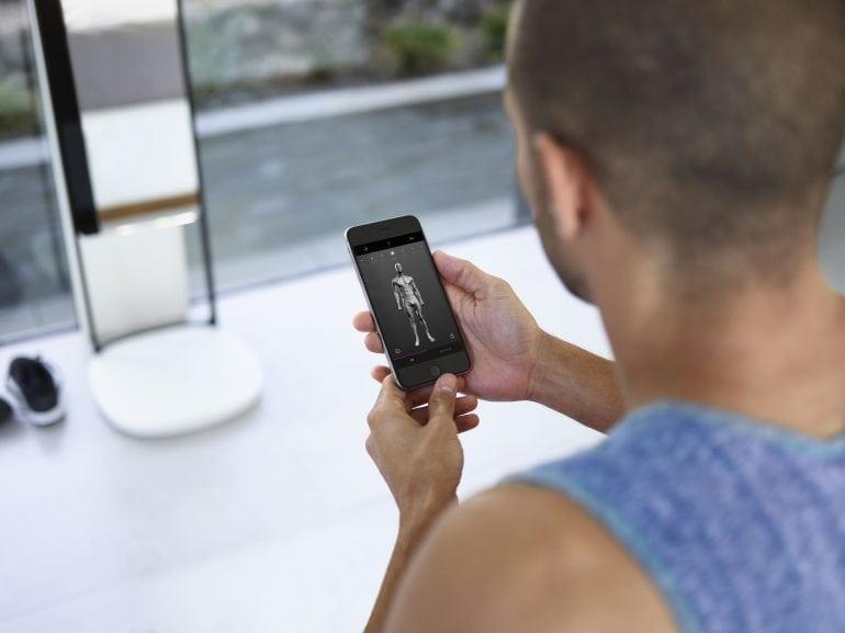 Justin Iphone 770x577 - Oglinda care vă dezbracă de secrete