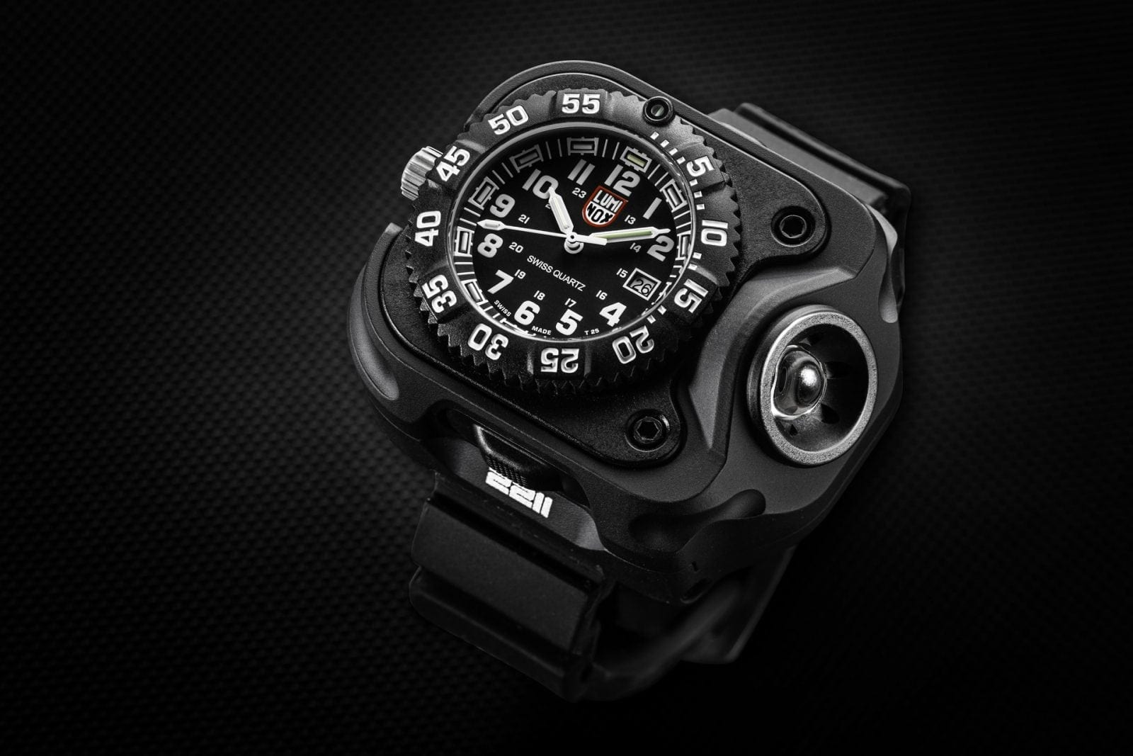 Luminox Surefire 2211 - Armura unui ceas