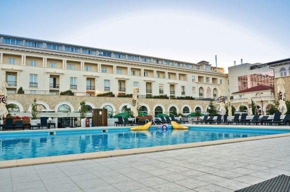 Summer Entertainment la Hotel IAKI