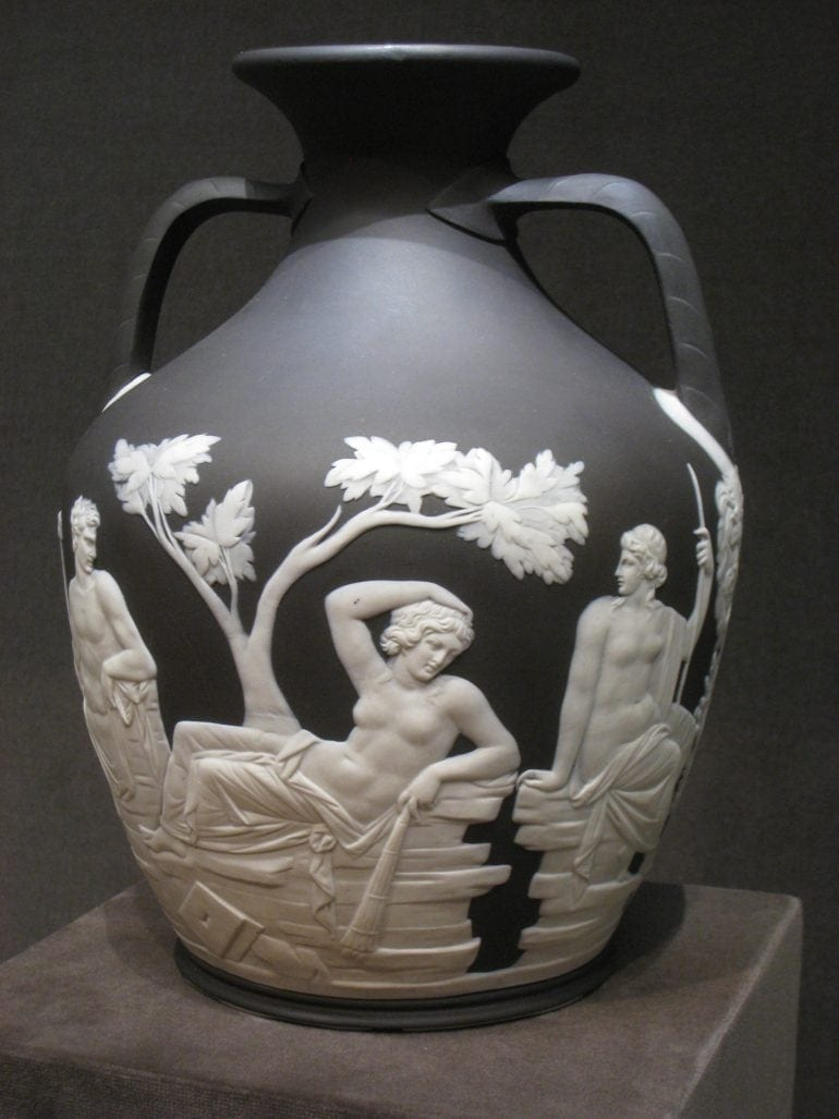 Portland_Vase_by_Wedgwood_-_view_1