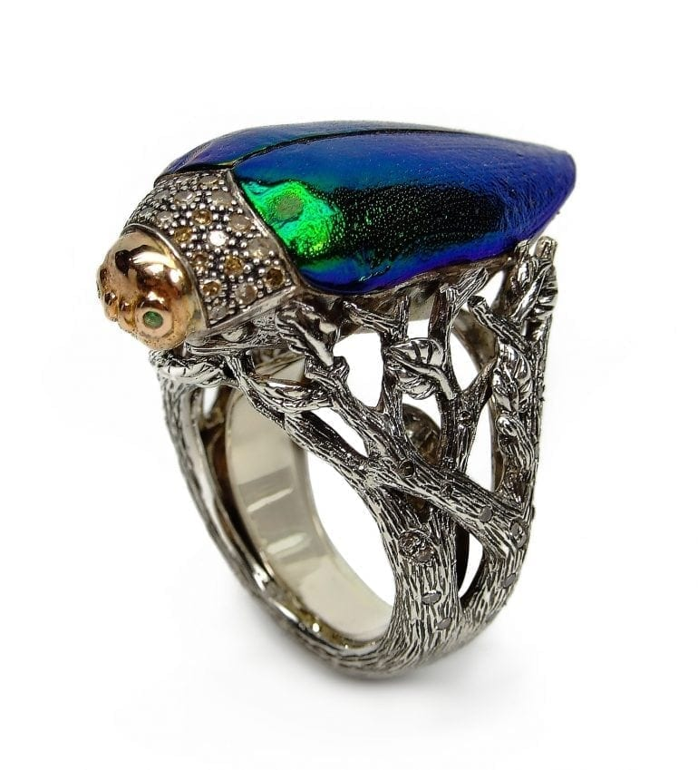Scarab Collection, Scarab ring, 925 silver, 18ct yellow gold, brown diamonds, scarab wing (front view)
