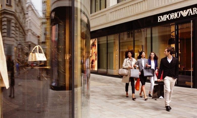 Consumatorii de lux
