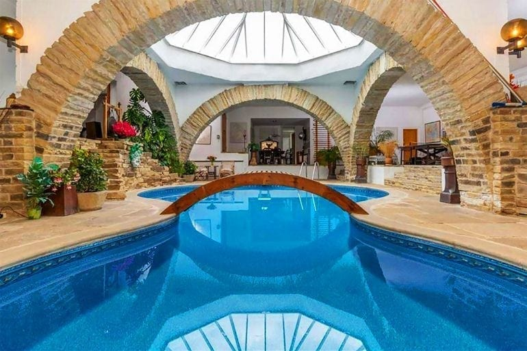 Indoor Pool Hobbit Home 770x513 - Casa Underhill – luxul mascat de natură